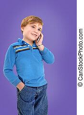 Niño en el celular