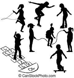 Niños activos. Niños en patines, saltando la cuerda o jugando en la rayuela