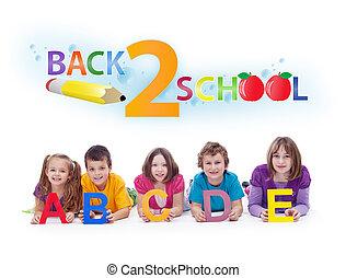 Niños con letras alfabetizadas, de vuelta al concepto escolar