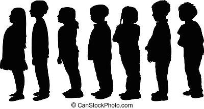 Niños esperando en la fila, silueta
