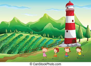 Niños jugando cerca de la torre en la granja