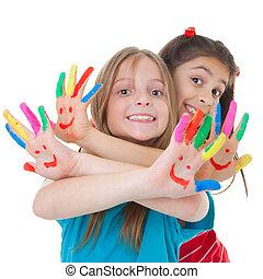 Niños jugando con pintura