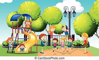 Niños jugando en el parque público