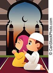 Niños musulmanes rezando en la mezquita