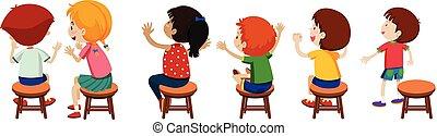 Niños sentados en sillas