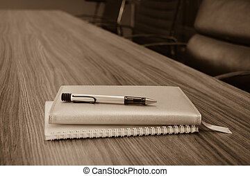 Nota de la mesa de reunión en la sala de conferencias