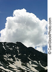 Nube sobre pico