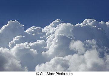Nubes cumulus de alta altitud