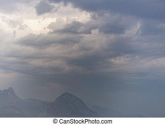 Nubes de lluvia oscura