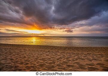 nublado, ocaso, hermoso, playa, mauritius.