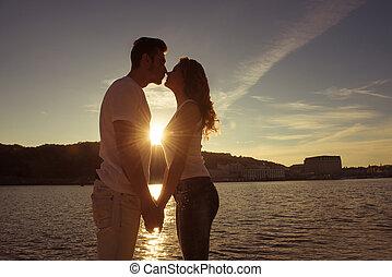 ocaso, silueta, amor, mirar, besar, pareja