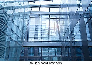 Oficina contemporánea construyendo un muro de vidrio azul