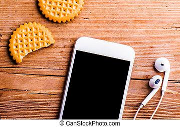 oficina, galletas, viejo, puesto, smartphone, audífonos, escritorio