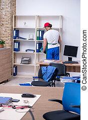 oficina, limpieza, contratista, joven, macho
