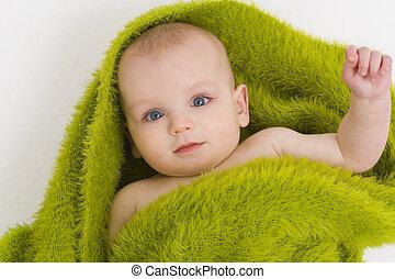 Ojos azules en verde también