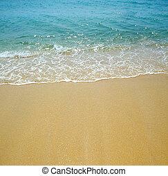 Ola de agua y fondo de arena