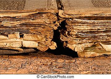 Páginas rotas de libros antiguos