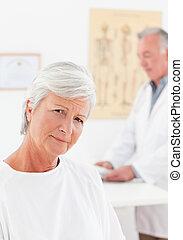 Paciente mirando la cámara