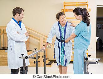 paciente, ser, asistido, hembra, terapeutas, físico