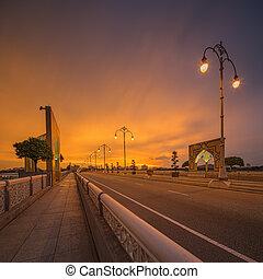 Paisaje del puente moderno al amanecer, Putrajaya