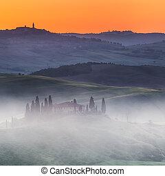 Paisaje toscano al amanecer