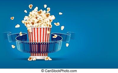 Palomitas de maíz para el cine y cintas de película sobre fondo azul
