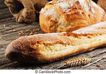 Pan francés recién horneado