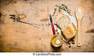 Pan fresco con aceite, sal y hierbas.