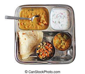 Pan indio tradicional con curry, raitha