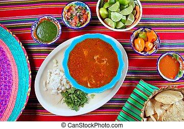 Pancita mondongo sopa mexicana variaba las salsas de chili