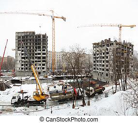 Panorama de construcción en invierno