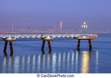 Panorama de Kuwait City al amanecer