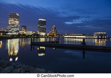 Panorama de Milwaukee por la noche