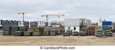 Panorama de una construcción estándar moderna en una pequeña ciudad europea.