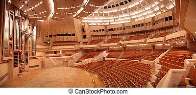 Panorama del auditorio vacío con órgano