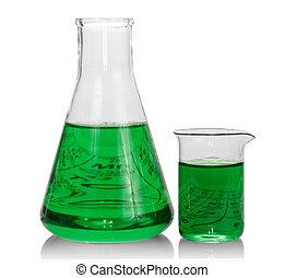 Pantanos químicos con líquido verde