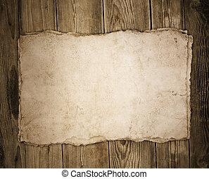 Papel viejo en el fondo de la madera