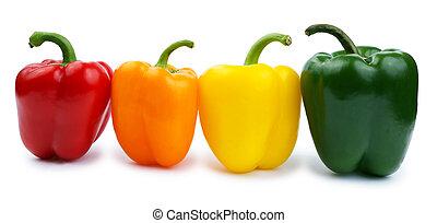 Paprika de color aislada en un blanco