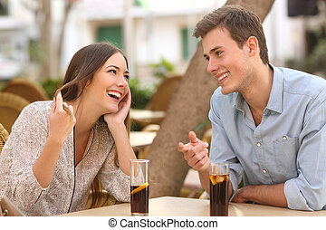 pareja, coquetear, fechando, restaurante