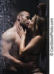 pareja, debajo, besar, ducha