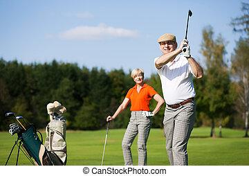 pareja, golf, juego, maduro