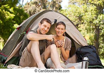pareja, parque, campamento