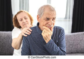 pareja, teniendo, conflicto, anciano, comunicación, problemas