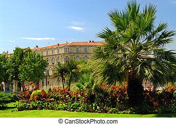 Parque de ciudad en nimes Francie