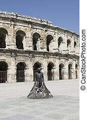 Parte de los antiguos estadios con la estatua de torero