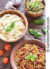 Pasta con diferentes tipos de salsa