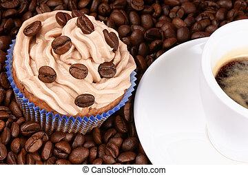 Pastel de café y café
