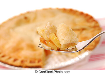 Pastel de manzana en un tenedor