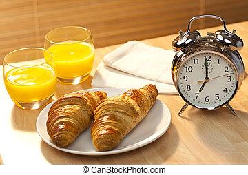 pasteles, dorado, 7am, conjunto, temprano, iluminado, reloj, sano, croissant, alarma, clásico, naranjas, mañana, continental, sol, jugo, naranja, acompañado, desayuno