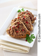 Paté de hígado con pimentón en rebanadas de pan integral